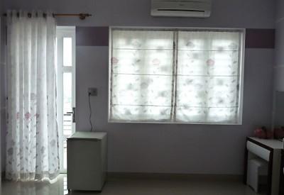 Rèm cửa với màu nhạt, phong cách giản dị