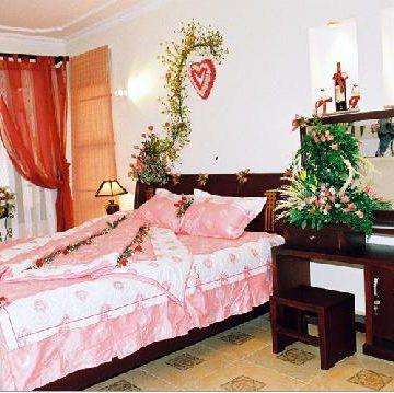 Phòng cưới hẹp – Nội thất, rèm cửa sao cho phù hợp